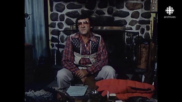Le  45e Festival de la chasse du Haut-Saint-Maurice  qui a débuté le 22octobre, à LaTuque, célèbre un rituel automnal incontournable au Québec. Réservée aux élites dans les années1960, cette activité sportive et récréative s'est démocratisée dans les années1970. Rencontre avec des adeptes de la chasse à l'orignal en1979 et en1981.