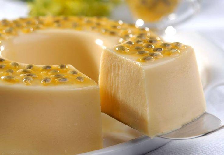 A Cheesecake Tradicional Americana é uma das receitas mais populares do Estados Unidos por conta da sua textura cremosa e do sabor inigualável. Faça e surp