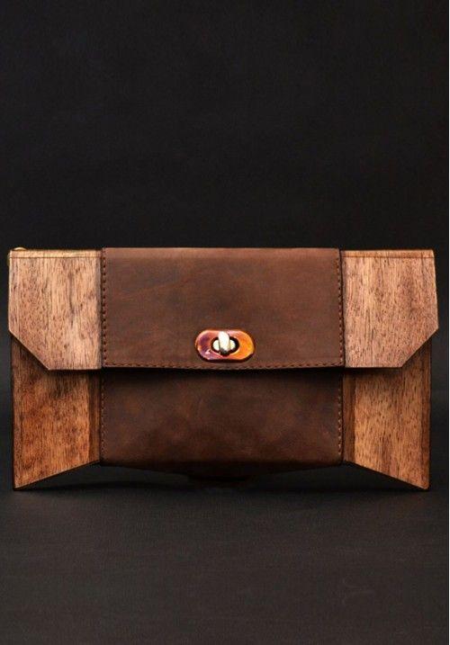 Натуральный клатч «Geometrika» ручной работы - это эксклюзивное изделие. Для каждой натуральной сумки используются тщательно подобранные кусочки дерева, поэтому узор никогда не повторяется. Автор создает уникальный рисунок для каждой модели, свою сумочку всегда можно будет узнать «в лицо». Размер клатча - 280*30*150 мм. КУПИТЬ В http://dotupbutik.ru  #Bags #Leather bags #Designer bags #сумки #кожаныесумки #дизайнерскиесумки