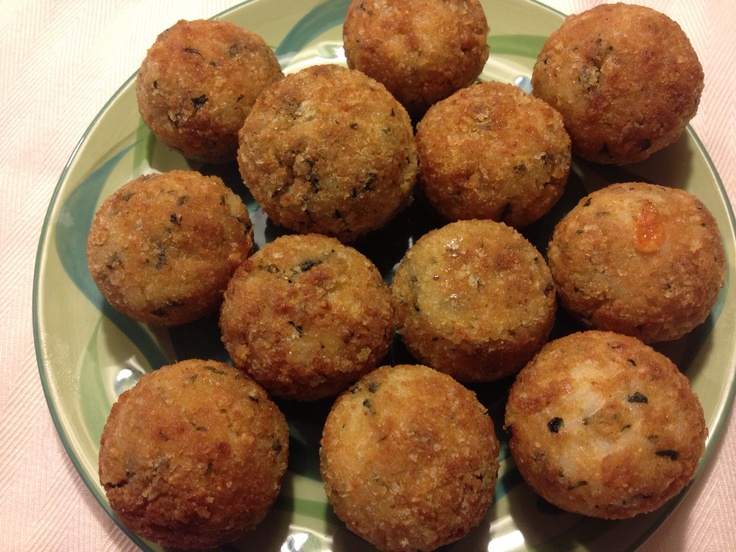 Baked Panko Breaded Rice Balls with Spinach http://cheftini.com/not-my-mamas-rice-balls/