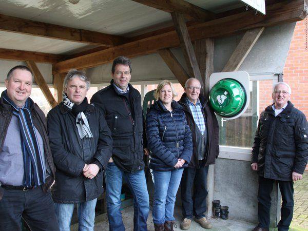 Holten hartveilig dmv plaatsing #AED in buurtschap Beuseberg! Dank @MacdeHolterberg & @vivon http://westtwente.nl/nieuws/aed-voor-beuseberg-1.5562258 …
