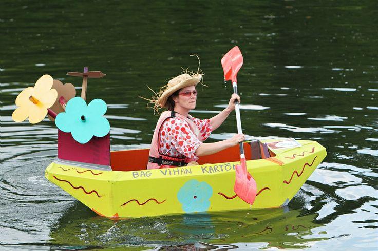 © Pascal Perennec - Région Bretagne / Ca cartonne à Douarnenez : Régate humouristique et déguisée de bateaux en carton au bassin du Port Rhu #Bretagne #Regate #Douarnenez #FeteBretagne