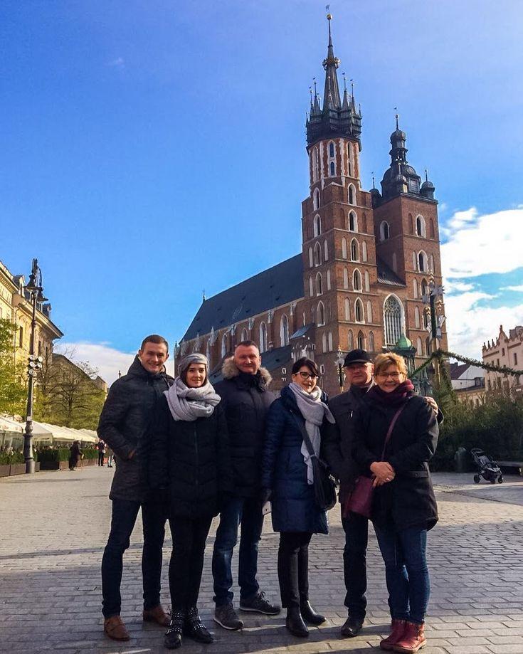Rajzy rajzami ale... umi być cosik lepszego jak familijny weekynd?  - PS. Godajōm że gibko idzie spokopić kere ôjce sōm ôd kogo - richtich tak je?  - #krakow #kraków #rynekglowny #family #familytime #belekaj #godej #rajza #polska #poland #lubiepolske #instakrakow #cracow #cracovia  #zwiedzamy #zwiedzanie #podróże #podróż #blogpodrozniczy #blogipodroznicze #blogtroterzy #podroze #staremiasto #polishcity #visitpoland