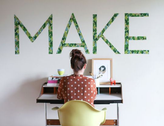 Hang inspirational wall art above your student's desk for some homework motivation!  (via @Curbly www.curbly.com)