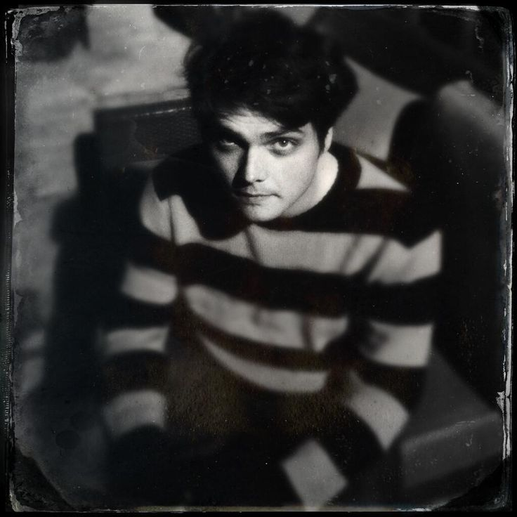 """Gerard Way (on Twitter): """"Amazing night! Thanks for all the birthday wishes-friends,family,DnD group,everyone. A pic Jonathan Rivera took at midnight."""" 09 April 2013."""
