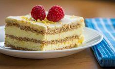 Δροσερό, ανάλαφρο γλύκισμα ψυγείου με στρώσεις μπισκότων, κρέμας με άρωμα λεμονιού, καλυμμένο με γλάσο λεμονιού. Μια εύκολη, γρήγορη και απλή συνταγή (αρχι