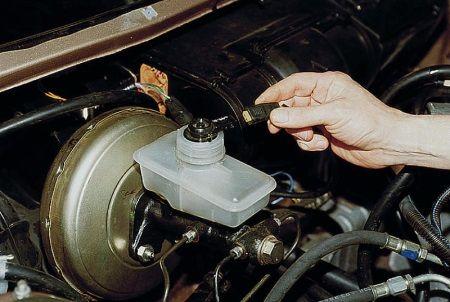 Замена свечей зажигания и высоковольтных проводов : замена сцепления , кузовной ремонт , замена колодок , замена масла , ремонт кпп…