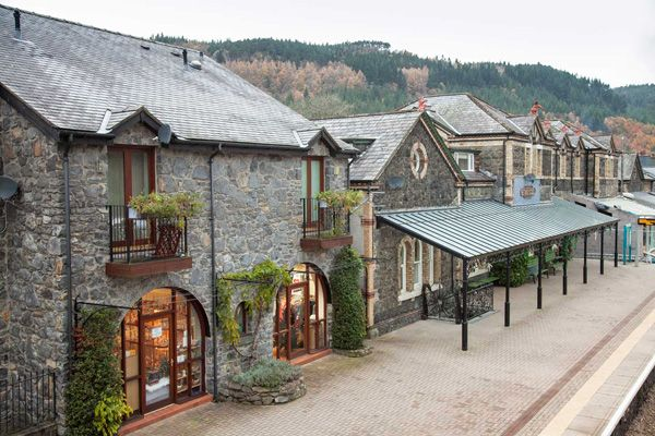 North Wales. Cosy and luxurious bolthole with artist designed interiors, in former railway station.