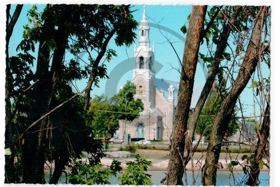 Carte postale de Beloeil, église Saint-Mathieu    Christie Cartes $2 christiecartes.com