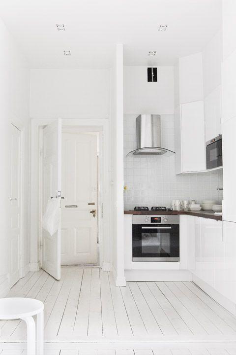 Inspiration: 10 décors blancs |CHEZ SOI Photo: ©myscandinavianhome.com | Emily Laye #deco #inspiration #blanc #lumiere #monochrome #decor #scandinave #minimaliste