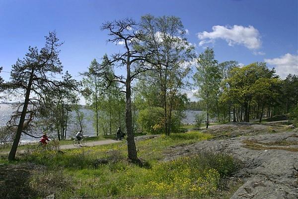 Mustikkamaa on monien helsinkiläissukupolvien suosima ulkoilualue ja kansanpuisto.