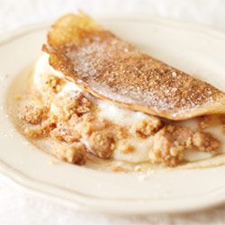 Cinnamon sugar pancakes with a creamy milktart filling is the food of angels.