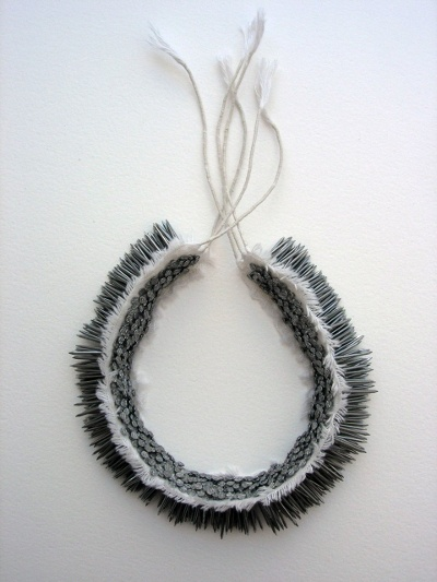 "Florence JAQUET - ""Kipik"" -  Collier - Clous (nails), toile et fil de coton - Pièce unique - 2007  http://www.organiques.ch/images/colliers/kipik.jpg  (jewelry with nails)"
