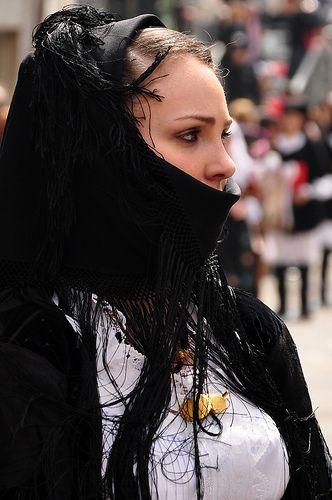 Costume di Dorgali -Sardegna - Italia