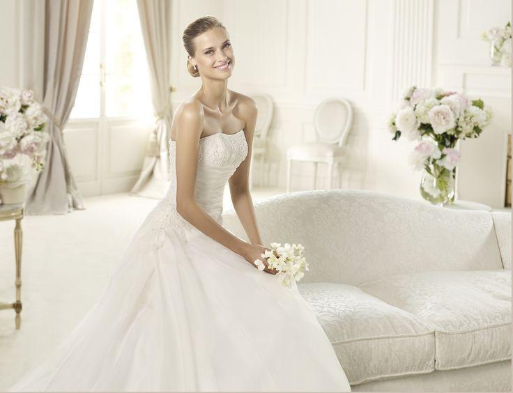Usiria - Pronovias - Esküvői ruhák - Ananász Szalon - esküvői, menyasszonyi és alkalmi ruhaszalon Budapesten