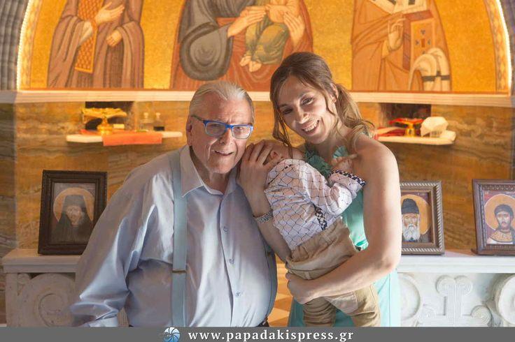 Τον γιο τους Φοίβο, ο οποίος την ίδια ημέρα γινόταν ενός χρόνου, βάφτισαν το Σάββατο 22 Ιουνίου, ο Κώστας Βουτσάς και η Αλίκη Κατσαβού.