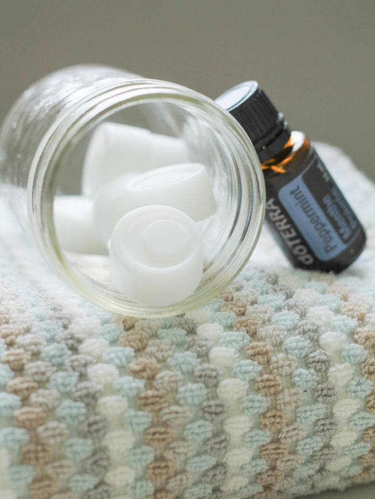 Peppermint Coconut Oil Pulling Bites - The Honour System - #oilpulling #healthylifestyle  #essentialoils #essentialoilrecipes #doterra #oralhealth #peppermint #coconutoil