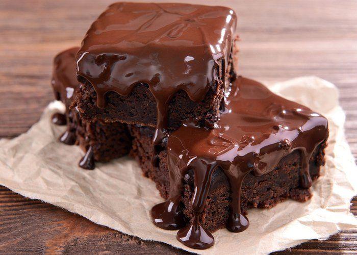 İnternette bir çok ıslak kek tarifi var. Bizim tarifimizi diğerlerinden ayıran ise gerçek bir browni lezzetinde olması. Hadi o zaman önce malzemeler ile başlayalım. Islak Kek Tarif Malzemeler 4 yumurta...