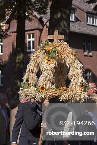 Harvest crown, harvest parade, Thanksgiving Day 2009 of the protestant Johannesstift church, Berlin, Germany, Europe