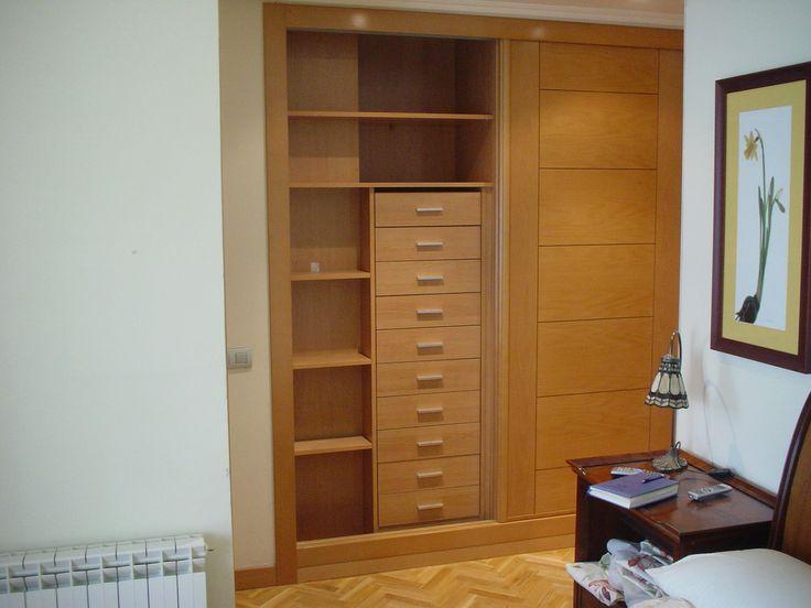 Frente de armario de puertas correderas realizado en chapa - Cajonera interior armario ...