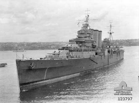 HMAS Shropshire arriving in Sydney in November 1945 carrying long serving Australian soldiers.