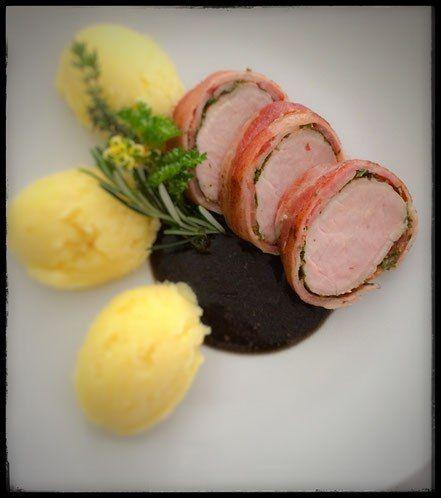 Schweinefleisch, Schweinefilet, Kräuter, Speck, Mantel, Niedergaren, rezepte nach abc, foodwerk.ch