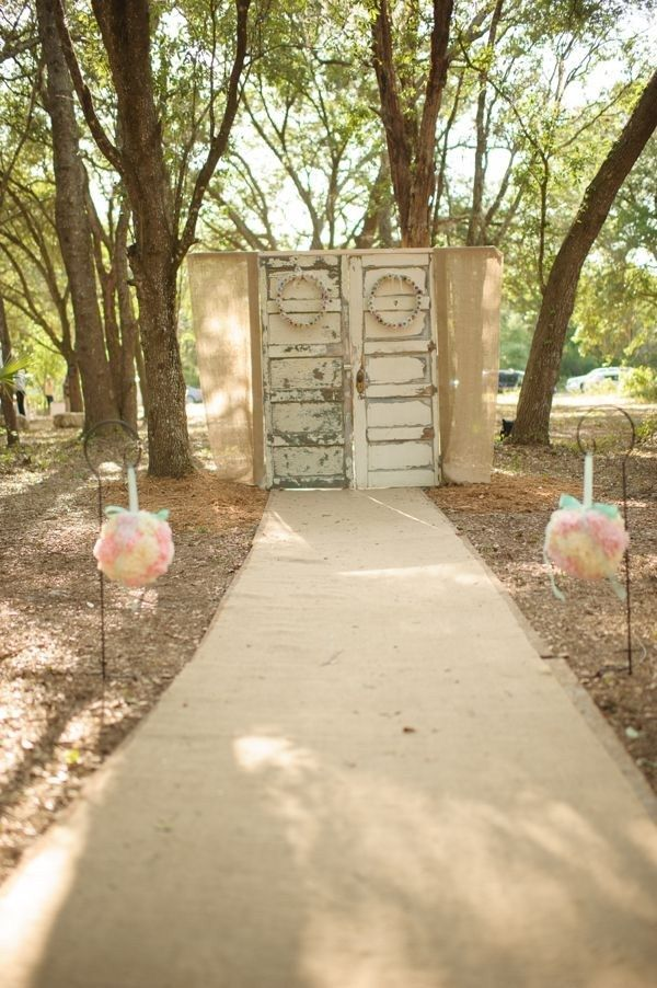 vintage doors ceremony backdrop, aqua mint and pink wedding ideas, rustic southern shabby chic wedding, Luminaire Foto