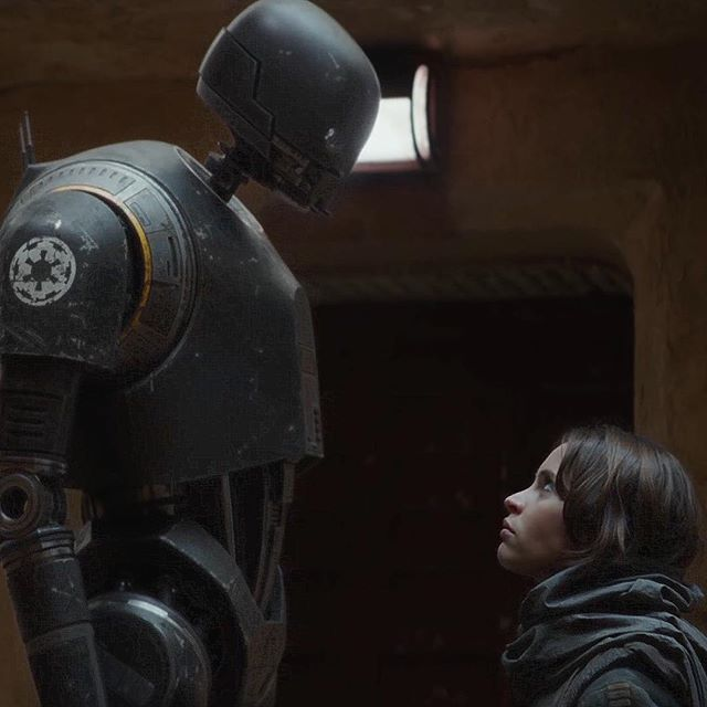 K-2SO and Jyn look like they're about to tussle.