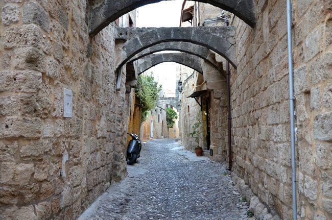 Rodi  www.arttrip.it/rodi-storie-di-templi-senza-tempo-cavalieri-senza-paura-castelli-e-colossi/