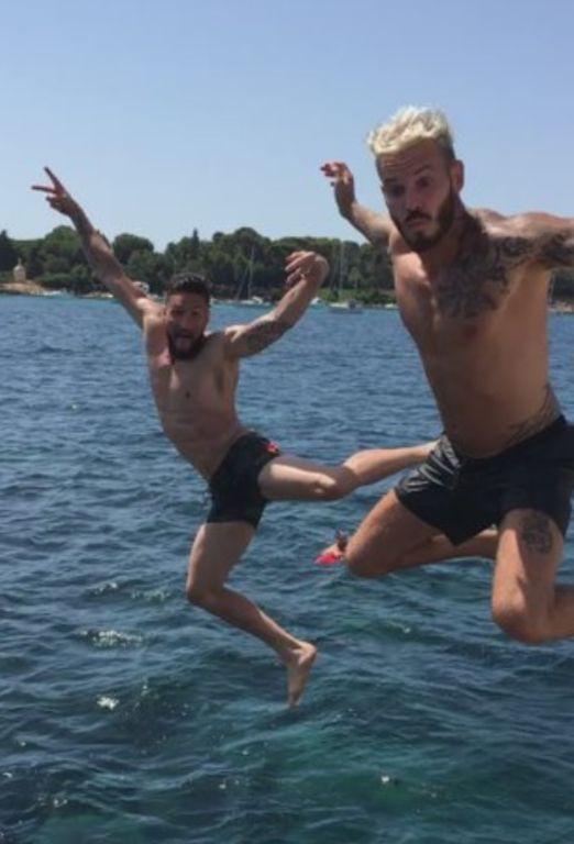 M. Pokora déchaîné en vacances avec Olivier Giroud
