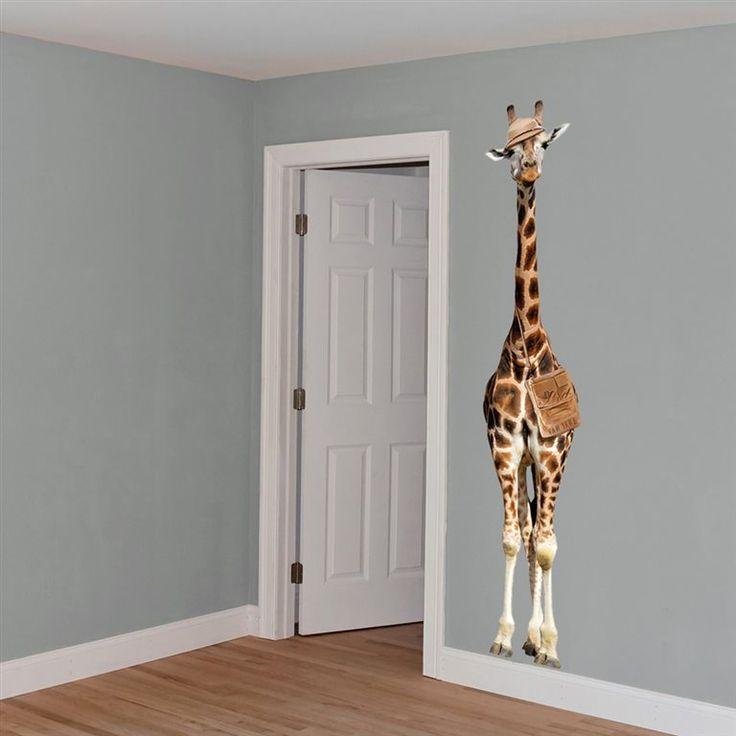 Deze ondernemende giraffe is tijdens zijn safari in jouw kamer beland! Nieuwsgierig kijkt hij rond, wat een gezellige boel is het daar. Had je al gezien hoe lang hij is? 210 centimeter! Deze VAN IKKE Giraf muursticker is gemaakt van sterk vinyl.