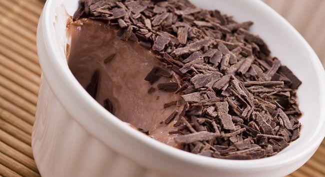O whey protein já faz parte do dia a dia de muitas mulheres, principalmente daquelas que frequentam academias. Esse suplemento de proteína é extraído do soro do leite e pode ser encontrado em diversos sabores, como morango, chocolate e baunilha, o que favorece sua utilização em receitas light.Leia também:Whey pr