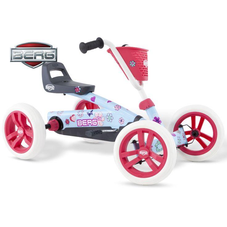 BERG Buzzy Bloom är den perfekta trampbilen för nybörjare och alla barn som gillar leka och motionera och upptäcka världen på egen hand. Trampbilen är lämpad för barn från 2 till 5 år. De fyra hjulen gör trampbilen superstabil och tack vare EVA-däcken får man aldrig punktering. Trampbilen är lätt och enkel att trampa. Det går också bra att trampa bakåt, vilket gör trampbilen mycket lättmanövrerad. Säte och ratt är justerbara så barnet kan växa med trampbilen.  Fakta Tysta EVA-däck som aldrig…