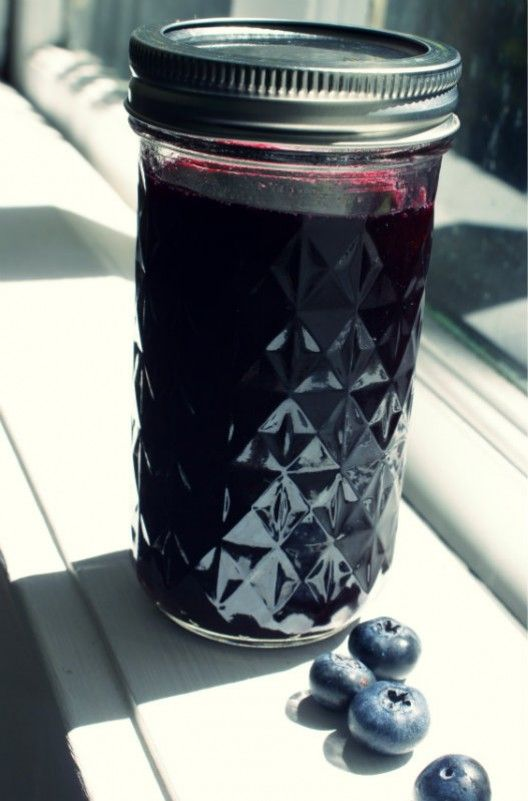 Make your own Blueberry Simple Syrup via @geekswithdrinks  #recipe
