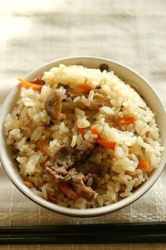 牛肉としめじの炊き込みご飯の作り方 | nanapi [ナナピ]