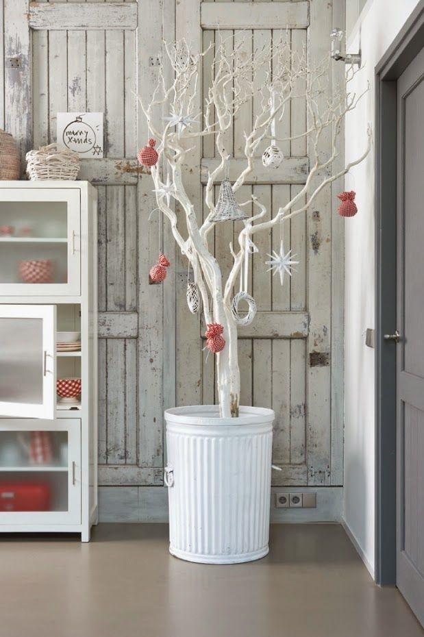 árbol de Navidad casero en blanco