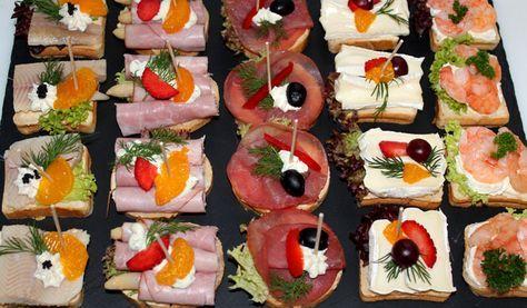 Zu einem Empfang (Sektfrühstück, Einweihung usw.) empfehlen wir Cocktail-Canapés aus französischem Baguette geschnitten, einzeln belegt und fein garniert.Unsere gemischten Canapés: – Astrid Milch