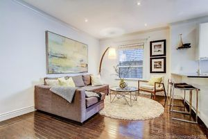 Spectacular Queen West Spacious & Bright 2 Bedroom Apartment