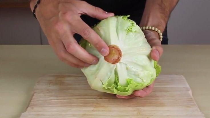 Se volete risparmiare tempo in cucina ottenendo dei risultati impeccabili, allora questi trucchetti fanno proprio al caso vostro. Potrete pulire l'insalata, ad esempio, con un solo gesto
