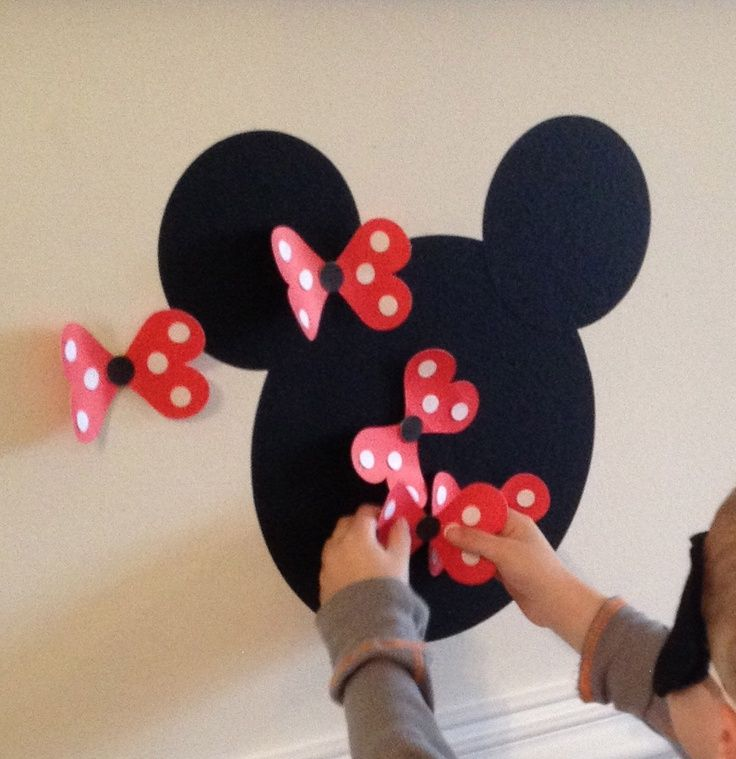 Pin the bow on Minnie Mouse Game Minnie Mouse Party Ideas