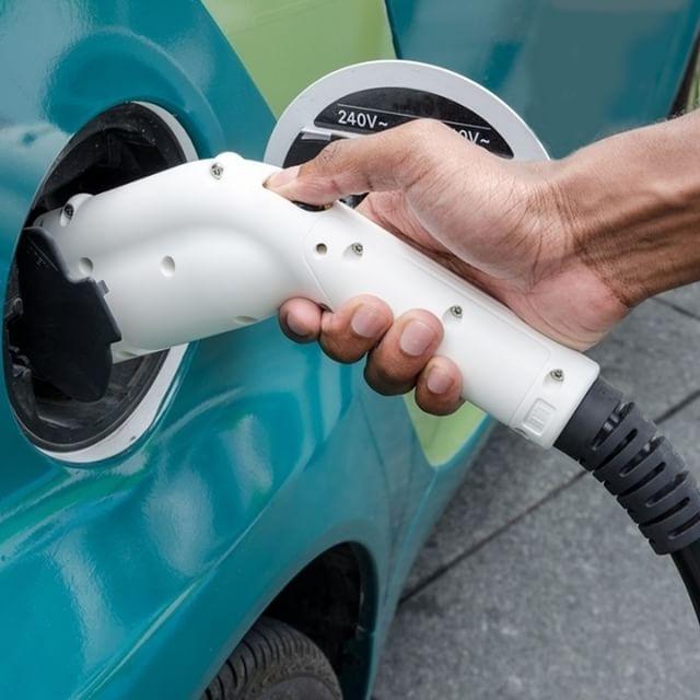 🚗 [LE SAVIEZ-VOUS ?] 🚗 En 2015, les ventes d'autos autres que diesels ou essence ont bondi de 40%. #Cars #DrivingPerformance #Instacars #CarsofInstagram #car #instacar #carinstagram #nofilter #aramisauto