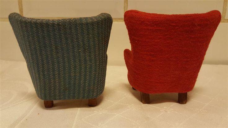 Två fåtöljer till dockskåp från 50-60 talet. Modell av arkitekt J.Udd på