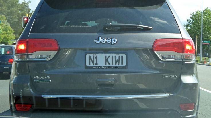 Personalised licence plates sind unter Neuseelands Autofahrern extrem beliebt. Dabei handelt es sich um Fahrzeugkennzeichen mit einer selbst gewählten, individuellen Buchstaben- und Zahlenkombination oder einem Text, bestehend aus maximal sechs Lettern. #AutokennzeichenNeuseeland #FahrzeugkennzeichenNeuseeland