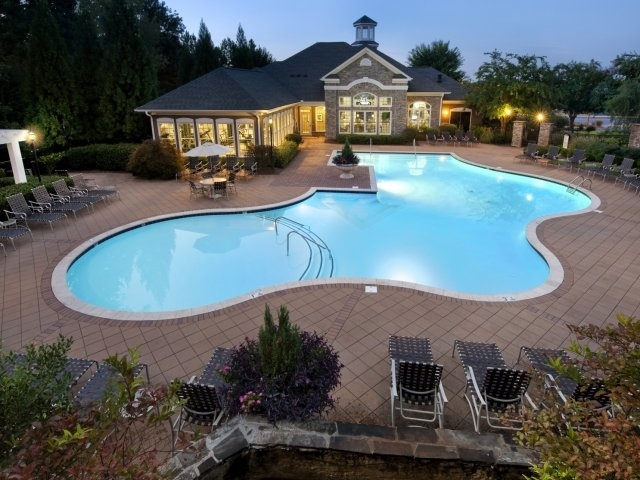 I could see myself spending summers here! Barrett Walk Luxury Apartments in Kennesaw, GA - http://www.lincolnapts.com/kennesaw/barrett-walk-apartments/photos/