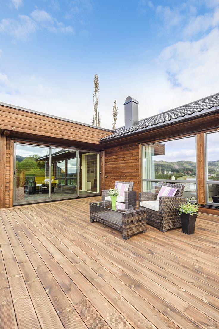Brun terrasse og kledning i MøreRoyal® - lekkert og vedlikeholdsvennlig