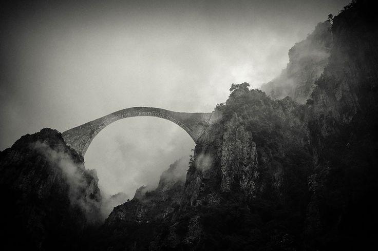 18 Magical Bridges That Will Take You To A World Of Awe - Pindos Mountain, Grécia