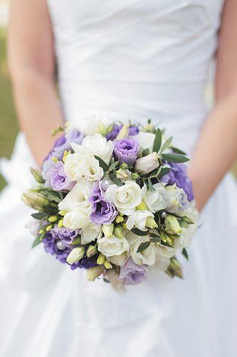 Bruidsboeketje in paarse tinten. #wedding #bruiloft #paars #purple #bloemsierkunsthaasjes