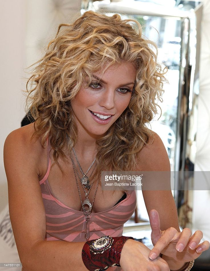 <a gi-track='captionPersonalityLinkClicked' href=/galleries/search?phrase=AnnaLynne+McCord&family=editorial&specificpeople=4070122 ng-click='$event.stopPropagation()'>AnnaLynne McCord</a> stops by Valerie Beverly Hills on August 23, 2009 in Beverly Hills, California.