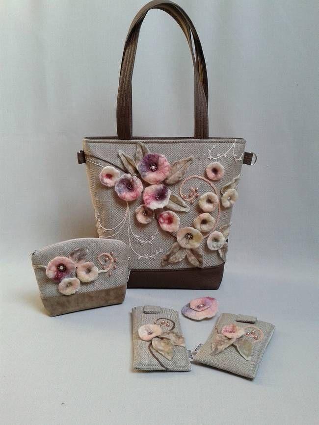 Tavaszt idéző pasztell árnyalatokat, púder színeket használtam ennél a táskánál! Feltűnő mégis elegáns. A rusztikus szöveten szinte életre kelnek, kinyílnak a nemez virágok. A kacskaringós minta lendületet ad a kompozíciónak. Ezeket az íveket követve kézzel hímeztem csipkeszerű indamintát a táska egyik szegletébe. #Exclusive #női #táska