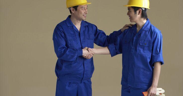 Objetivos de la negociación colectiva. La negociación colectiva se refiere a la práctica de los empleados en un mismo oficio o puesto de trabajo que trabajan juntos para negociar un contrato con su empleador. Hay algunos objetivos comunes a la negociación colectiva. Es importante que los empleadores sepan lo que estos objetivos son. Esto te pone en una mejor posición de negociación ...